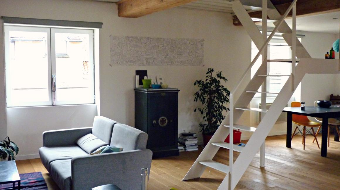Loft my home trip - Escalier milieu de piece ...